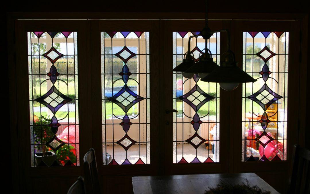 Hieronder vind je verschillende klassieke glas-in-loodpanelen